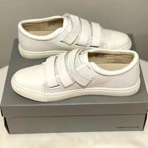 Kenneth Cole Reaction white jovie sneakers